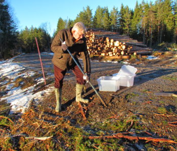 Johan de Faire - collecting gravel samples for oil spill in forestry study